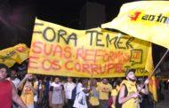 Ato contra reformas ocupa centro do Rio e exige 'Fora Temer'