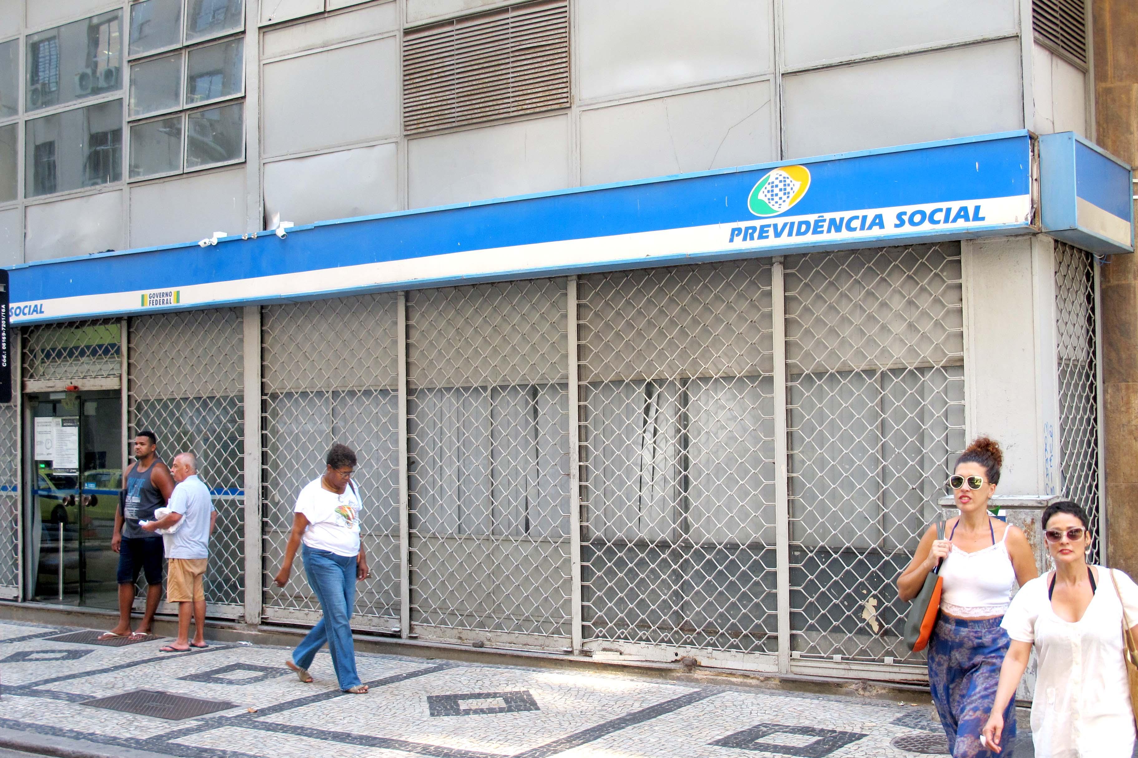 Bolsonaro mantém sucateamento e INSS pode entrar em colapso
