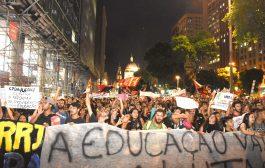 Ato histórico contra reforma da Previdência e cortes na educação leva milhares ao Centro do Rio