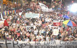 Pela 3ª vez em um mês, trabalhadores ocupam o Centro do Rio para dizer 'não' à reforma da Previdência