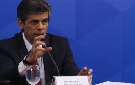 Subserviente a Bolsonaro, gestão de Nelson Teich tem fim melancólico e agrava luta contra covid-19 no Brasil