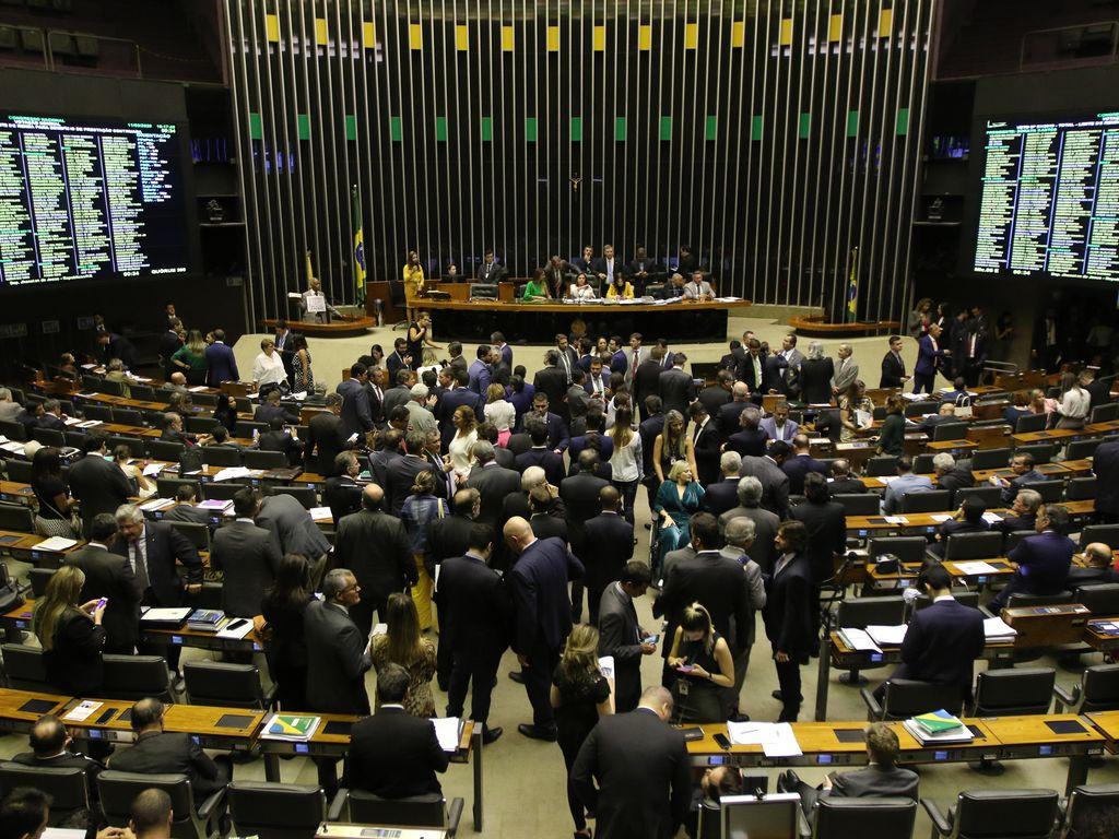 Pedido de impeachment coletivo de Bolsonaro entregue à Câmara dos deputados