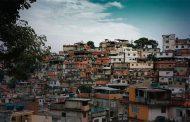 Covid-19 expõe mazelas sociais do Brasil, onde favelas e periferias continuam sem acesso a água e saneamento