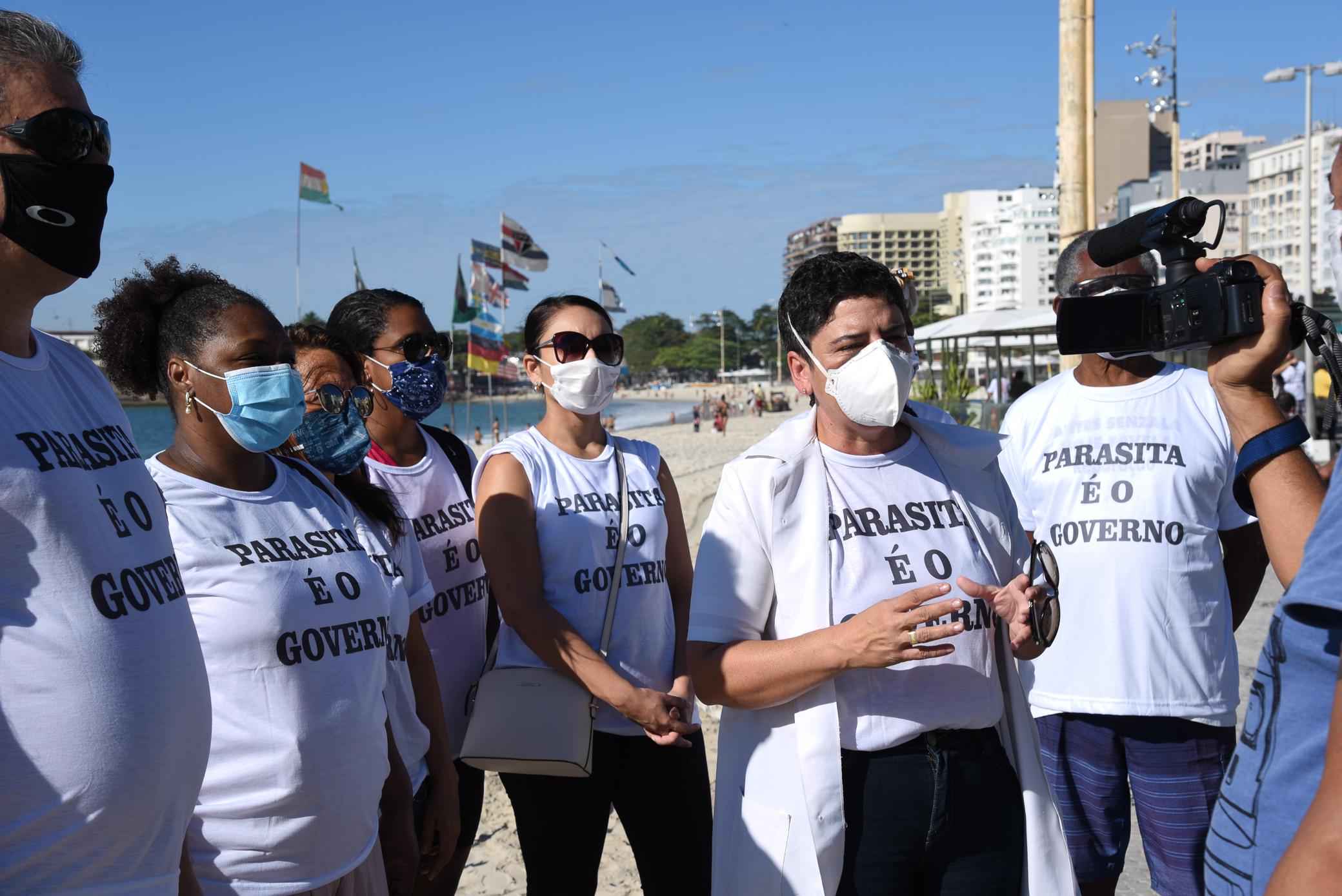 Em ato no domingo (21/6), servidores repudiaram demissões de contratados na saúde federal
