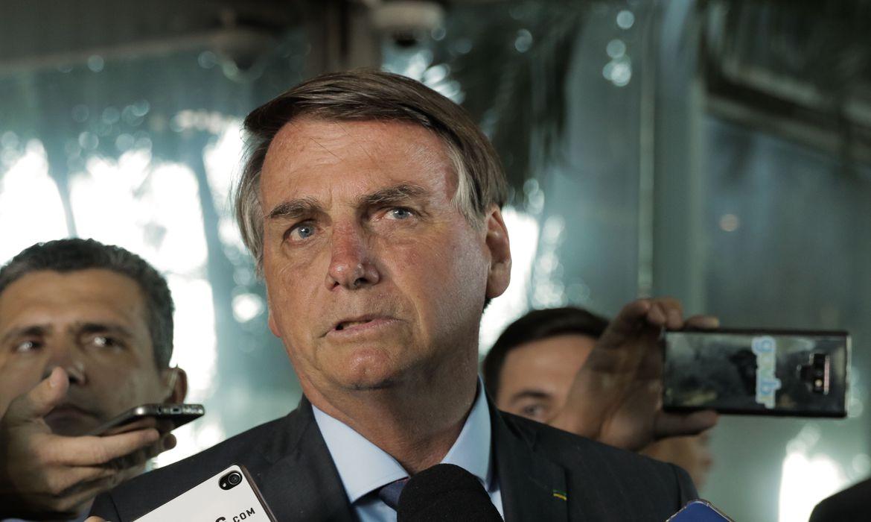 Bolsonaro veta projeto que beneficiava trabalhadores inadimplentes no Serasa e SPC