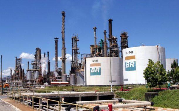 Subserviente ao capital privado, governo Bolsonaro aprofunda desmonte da Petrobras