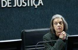 Em julgamento no STF, relatora considera inconstitucional emenda que extinguia RJU para servidores