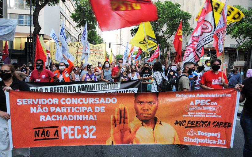 Em nova manifestação no Rio, servidores exigem arquivamento da reforma administrativa