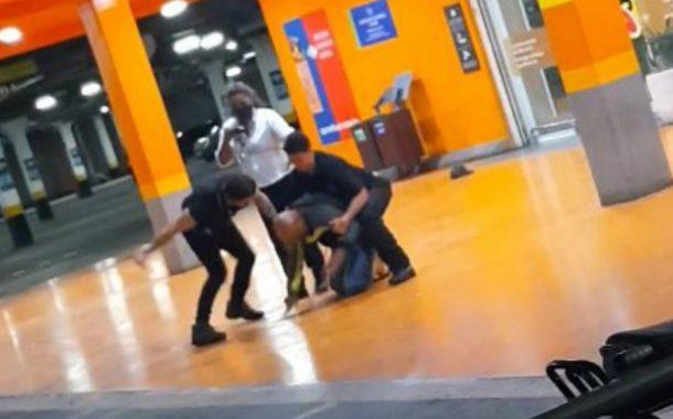 Na véspera do feriado de Zumbi, homem negro é espancado e morto por seguranças em Porto Alegre (RS)