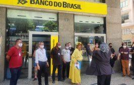 Na paralisação do BB, atores ironizam Bolsonaro por gastar R$ 15 milhões com leite condensado e alegar economia com desmonte