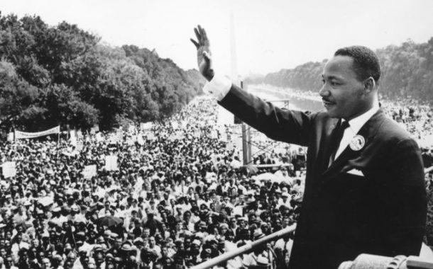 Nascia, neste dia 15, o líder do movimento contra o racismo nos EUA, Martin Luther King