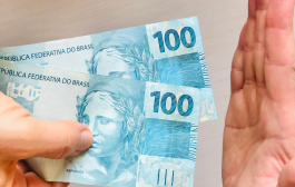 Alegando 'não ter recursos', Bolsonaro estuda novo auxílio-emergencial de míseros R$ 200,00